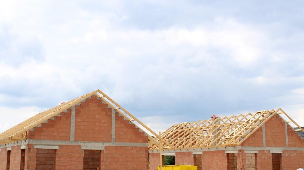 domki-jednorodzinne-drewniana-więźba-dachowa