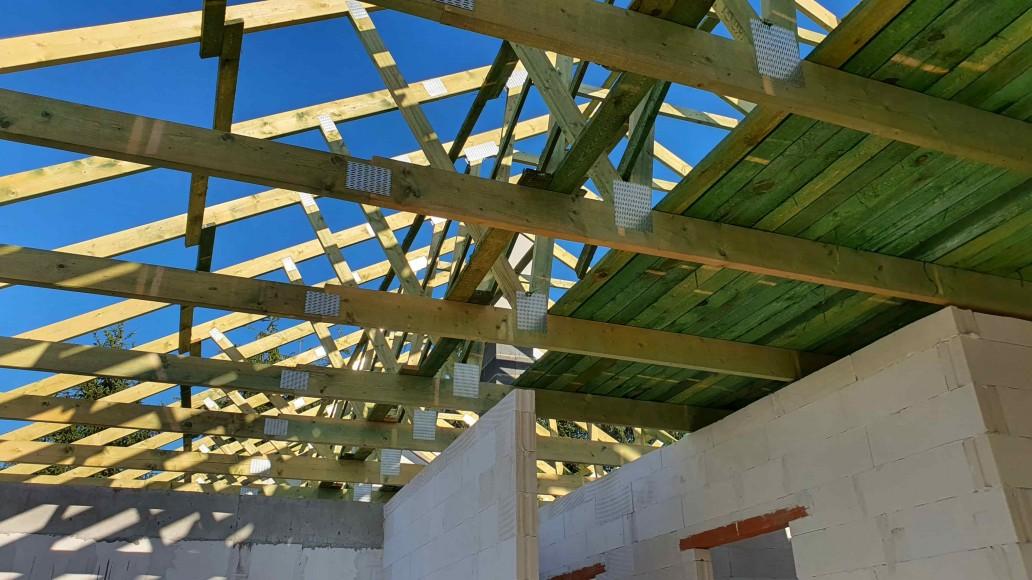 drewniany dach domu ksawerów (3)