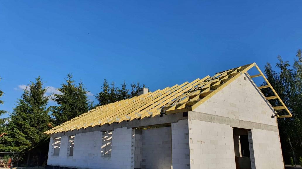 drewniany dach domu ksawerów (5)