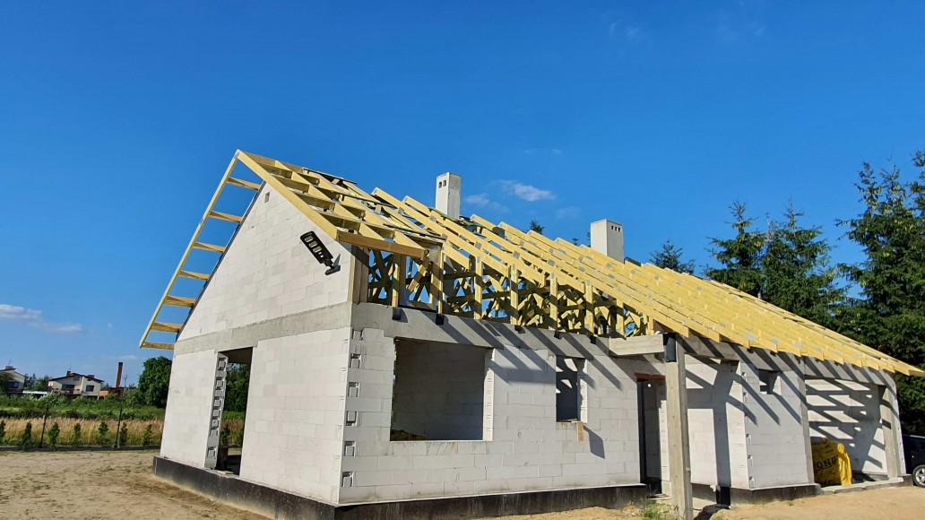 drewniany dach domu ksawerów