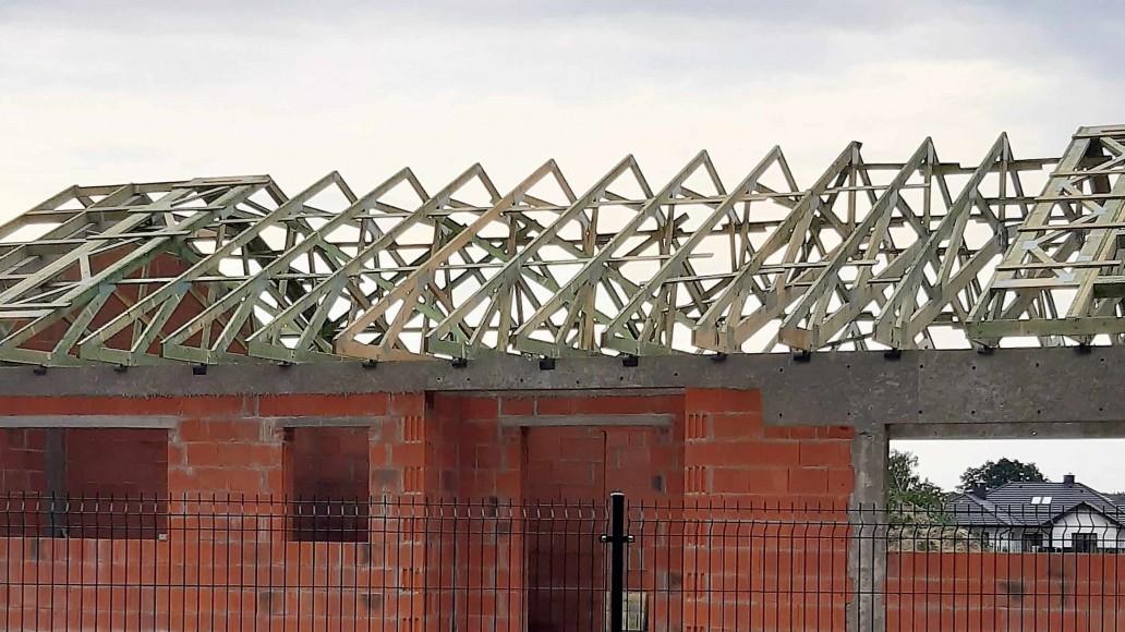 drewniany dach domu sierpów
