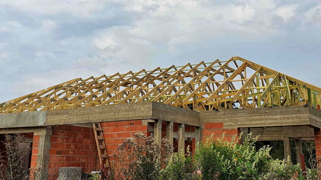 wiązarowa konstrukcja dachu w rydzynach
