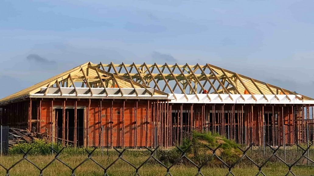 dach domu w staroewj górze (1)