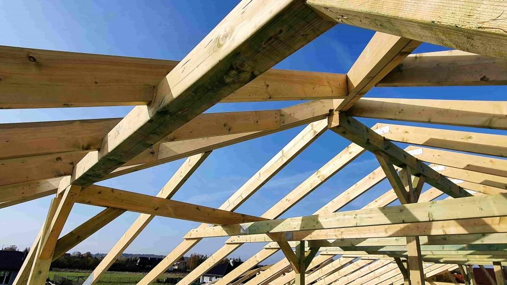 dach domu w staroewj górze (2)