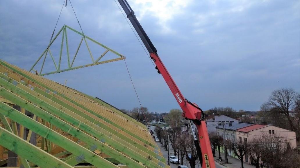dach drewniany pawilonu aldi bełchatów