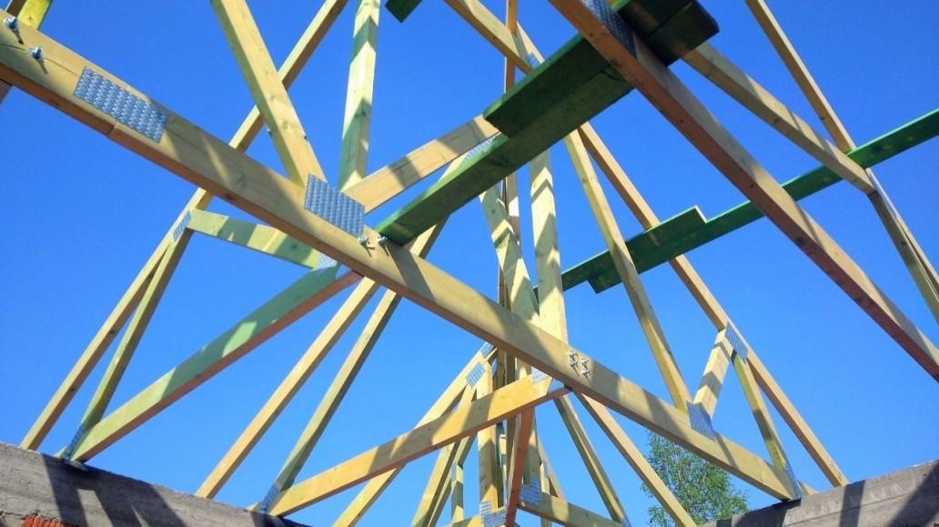 konstrukcja dachu domu w Paprotni