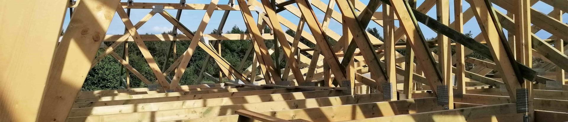 Wiązarowa konstrukcja dachu domu jednorodzinnego