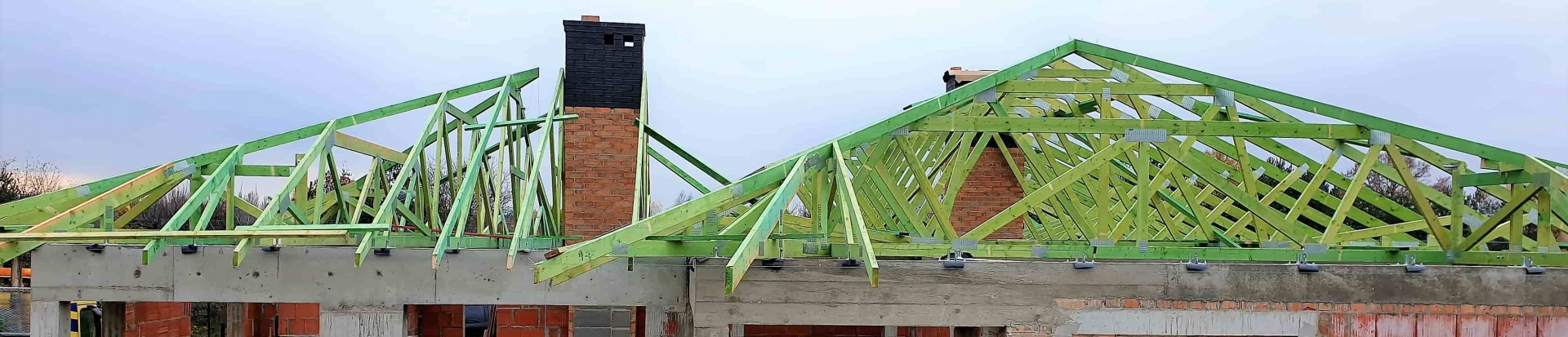 Wiązarowa konstrukcja dachu domu jednorodzinnego w Łodzi, przy ul. Świętokrzyskiej