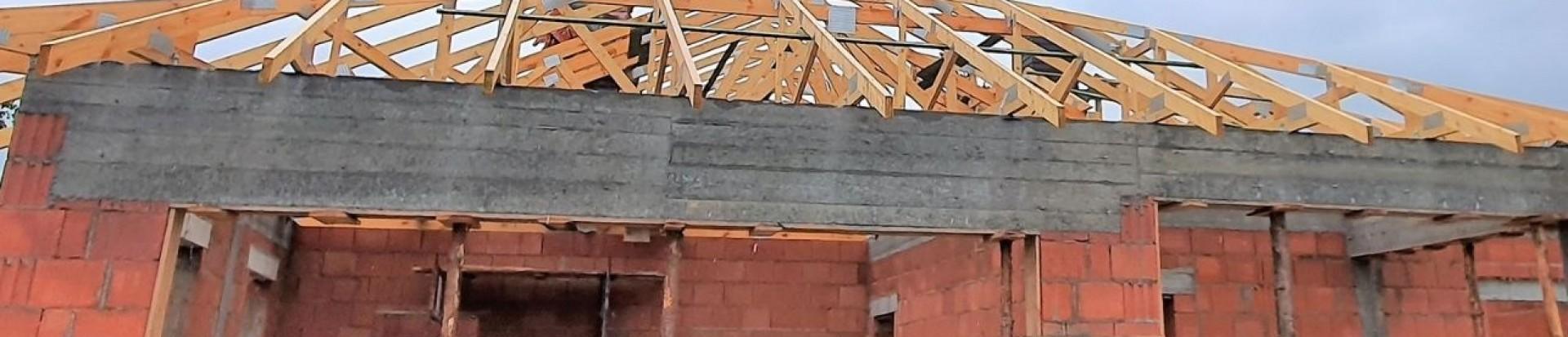 Dach domu jednorodzinnego w Starowej Górze