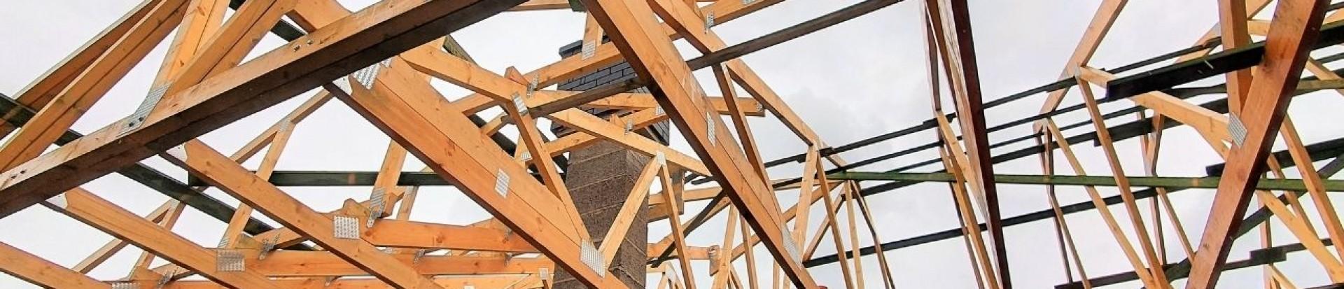 Dom jednorodzinny w miejscowości Starowa Góra - dalszy ciąg realizacji konstrukcji dachu