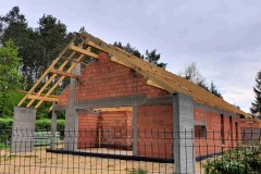 dach drewniany domu w rąbieniu (2)