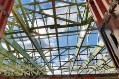 drewniana konstrukcja dachu domu w świątnikach(4)