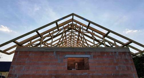 Konstrukcja dachu domu w miejscowości Pabianice