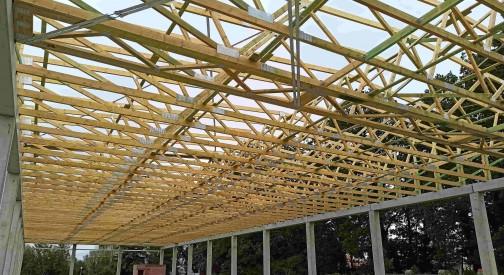 Realizacja konstrukcji dachu pawilonu handlowego w Warszawie