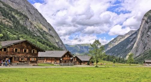 Domy z bali czy prefabrykowane domy z drewna? Co wybrać?