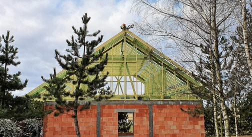 Prefabrykowany dach domu mieszkalnego w Świątnikach