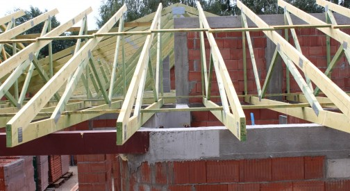 Konstrukcja dachu budynku mieszkalnego w miejsc. Aleksandrów Łódzki