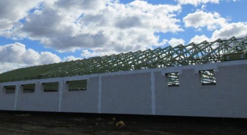 Montaż konstrukcji dachowej Pawilonu Dino w miejsc. Dąbrowa Chełmińska