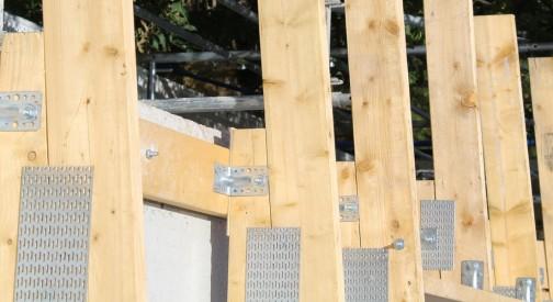 Konstrukcja dachu szkoły podstawowej w miejsc. Petrykozy