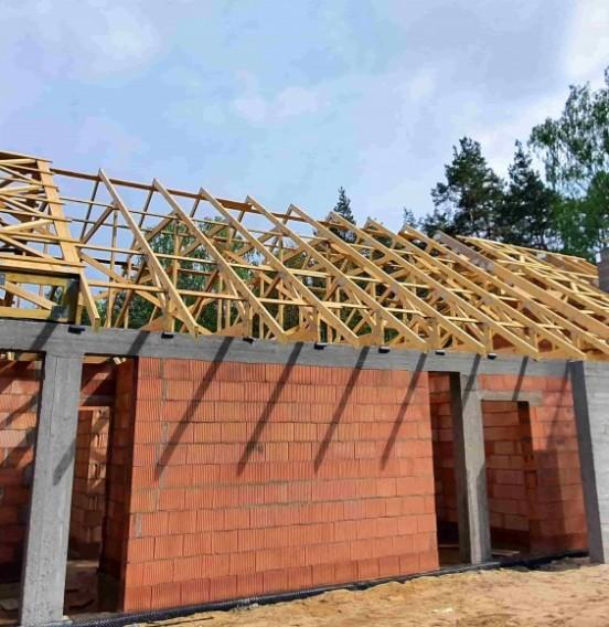 Ciąg dalszy realizacji dachu domu jednorodzinnego w Rąbieniu