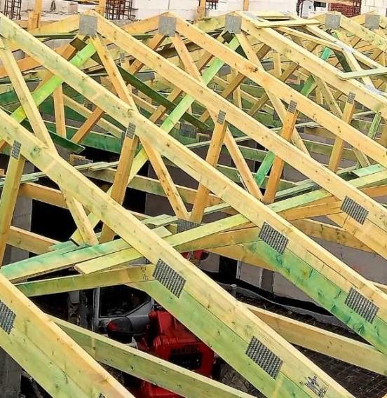 Realizacja konstrukcji drewnianej dachu pawilonu przemysłowego
