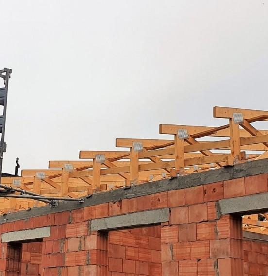 Konstrukcja dachu kamienicy w Łodzi