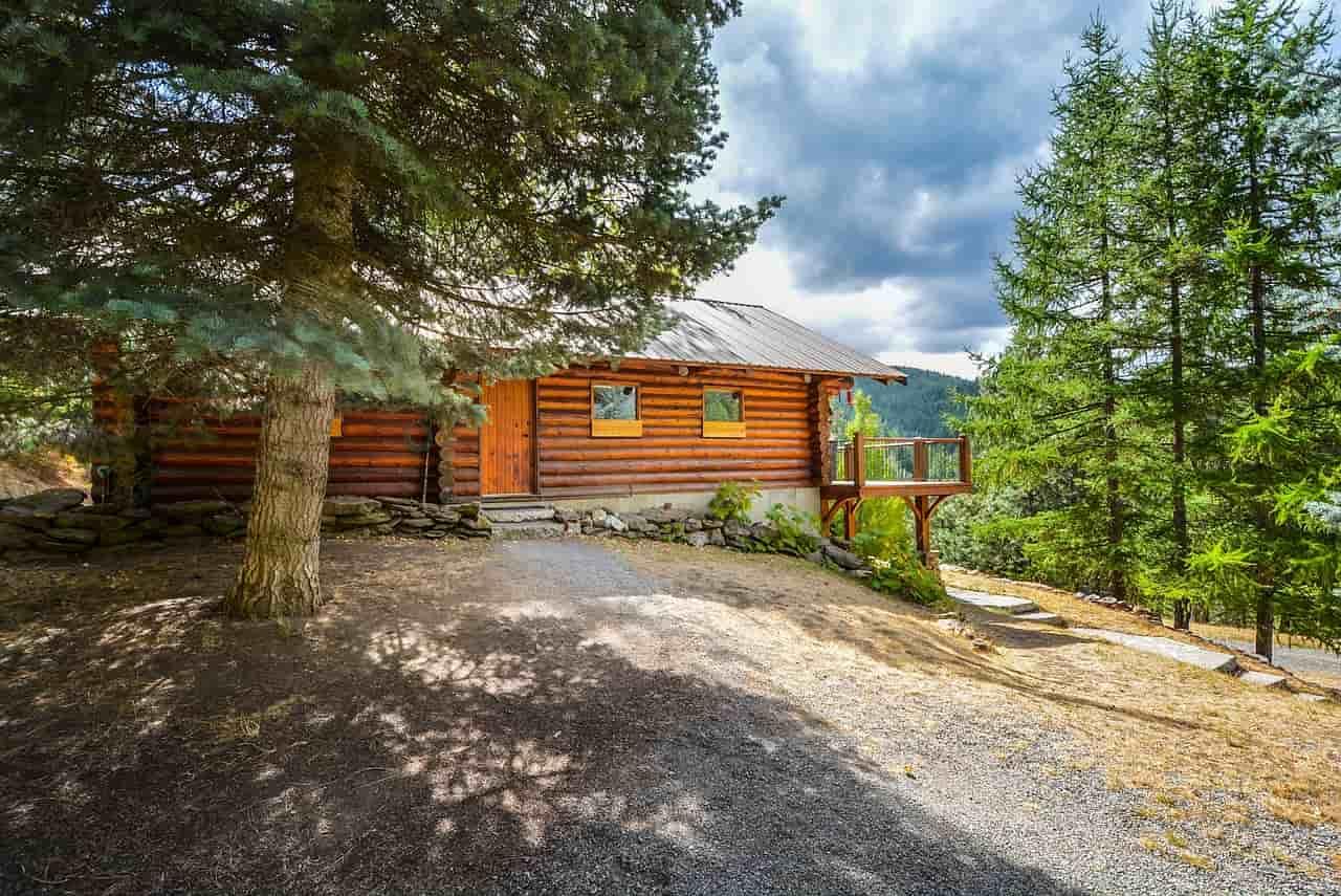 dom z bali drewnianych-min