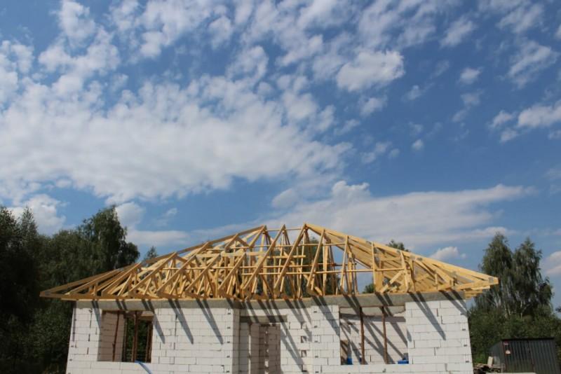 dach-drewniany-na-budynku-mieszkalnym