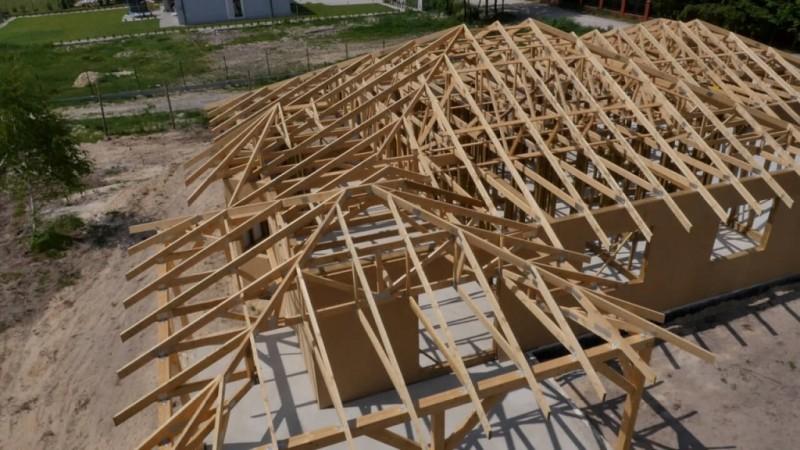 dach-z-drewnianych-wiazarow-kratowych_2